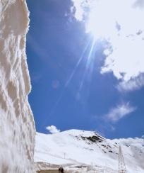 Les murs de neige. 4 jours avant elle tombait encore pour le passage du giro.