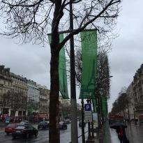 les Champs déjà décorés aux couleurs du Marathon de Paris